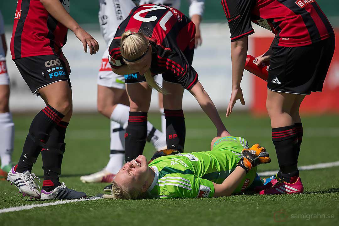 BP målvakt Linnea Ericsson skriker av smärta och målet underkänns