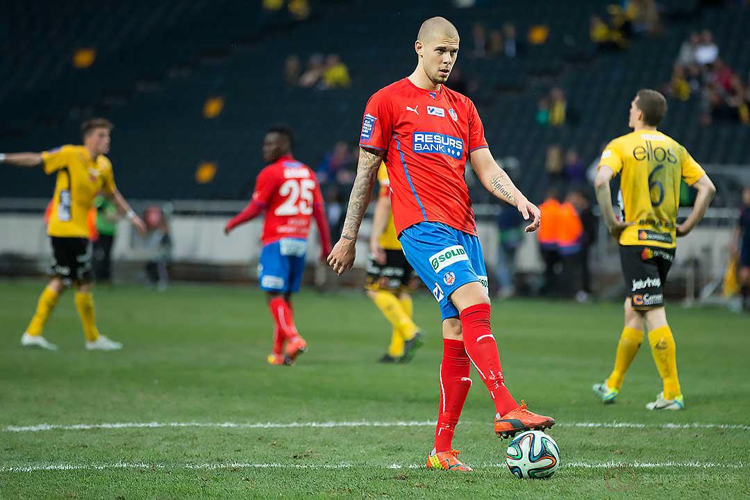 Nästan 2 meter långe Helsingborg Robin Simovic fick inte mycket tid med bollen