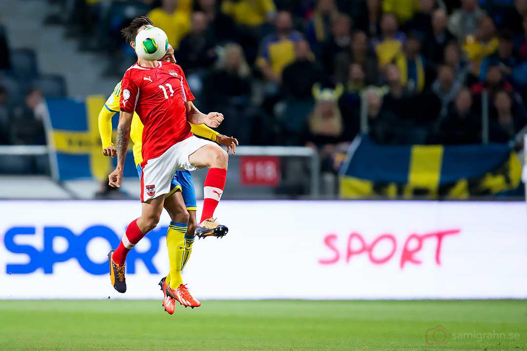 Österrike Martin Harnik bakom bollen