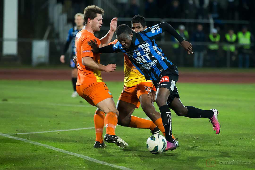 Sirius Moses Ogbu trycker undan AFC Matthew Whatley