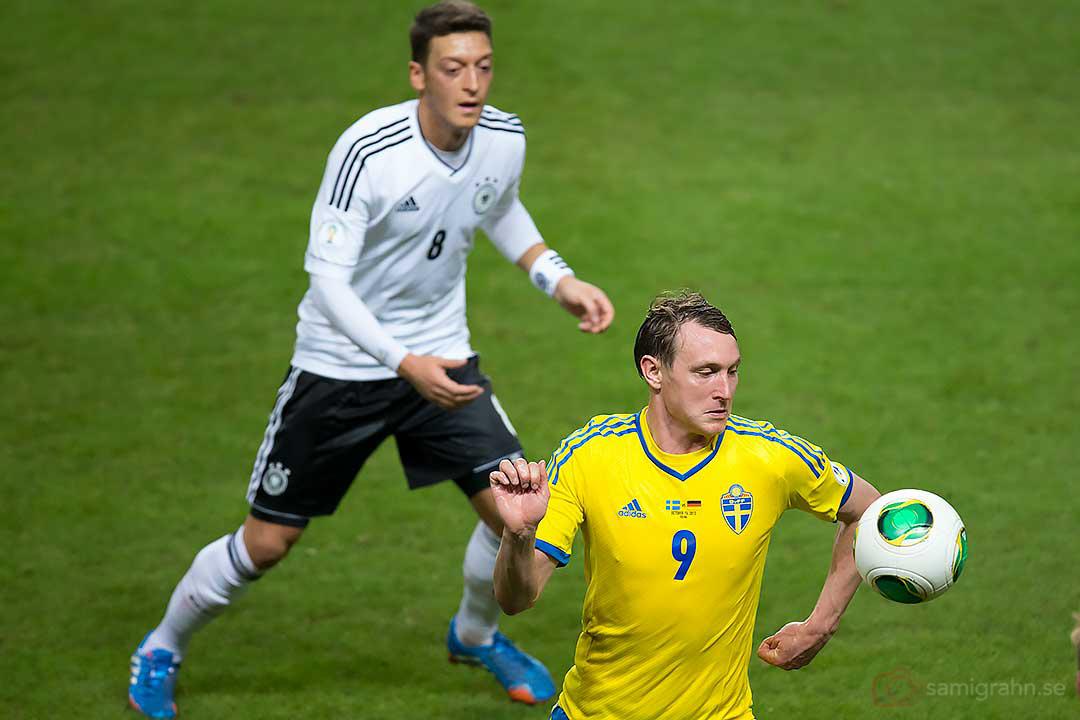 Tyskland Mesut Özil och Sverige Kim Källström
