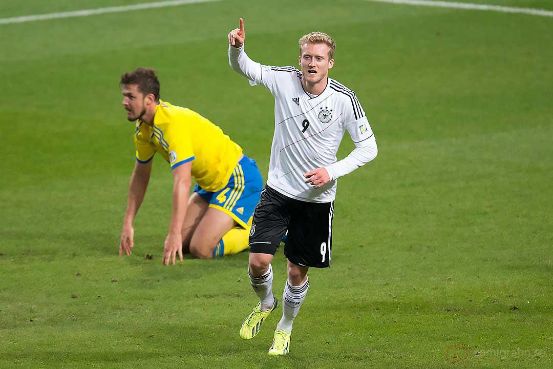 Mål av 2-3 mål av Tyskland André Schürrle till ledning 2-3