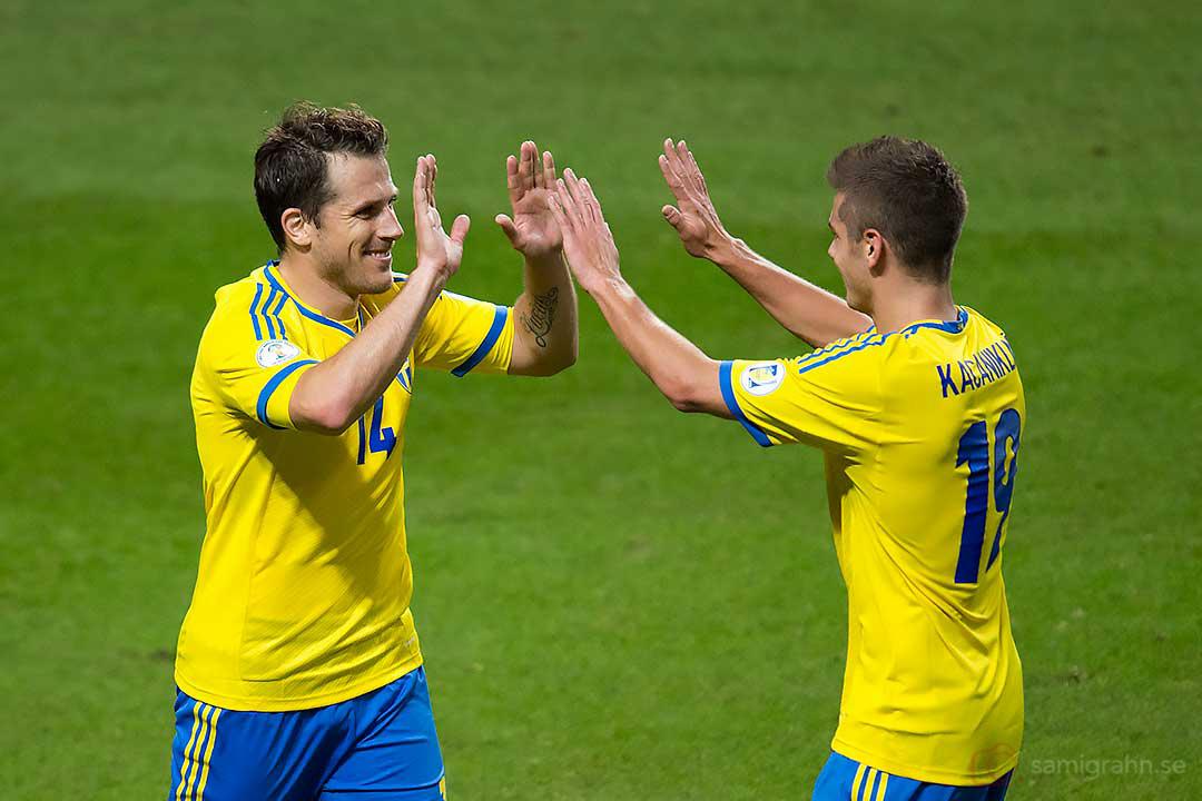 Mål till reducering 3-4 av Sverige Tobias Hysén, gratuleras av Alexander Kacaniklic
