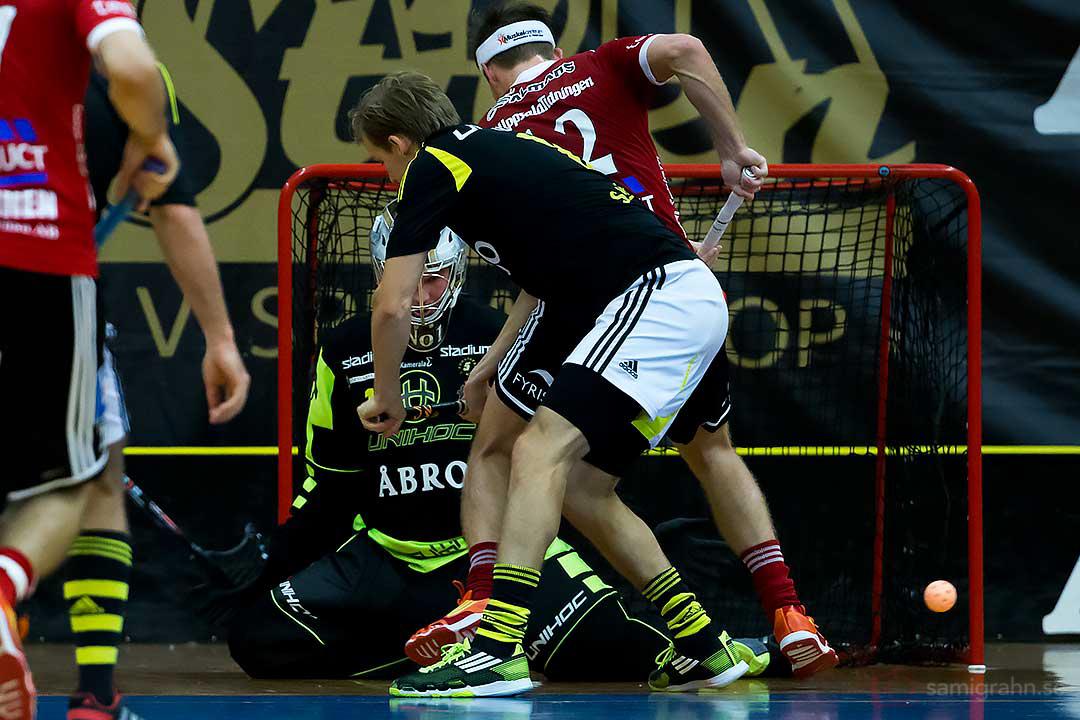 Trängsel framför AIK:s mål