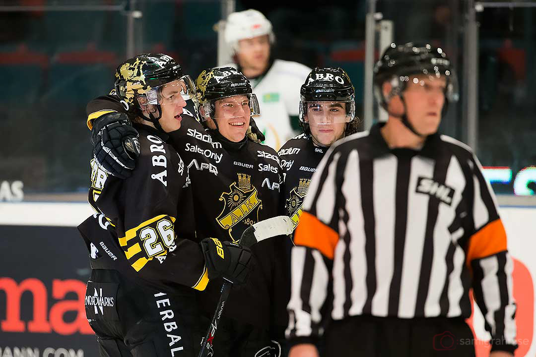 3-1 av AIK Teemu Ramstedt (i mitten)