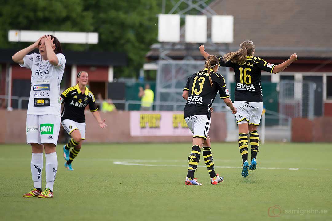 Medan Piteå deppar glädjeskuttar målskytten AIK Filippa Angeldahl
