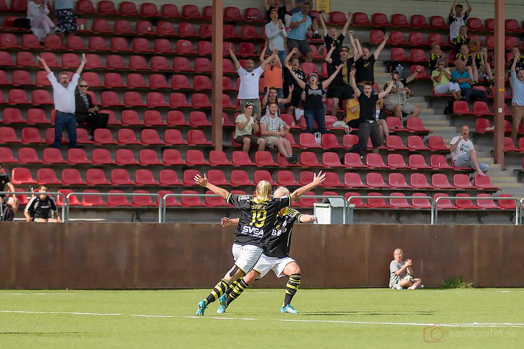 Jubel efter 2-1-mål av AIK Sarah Storck