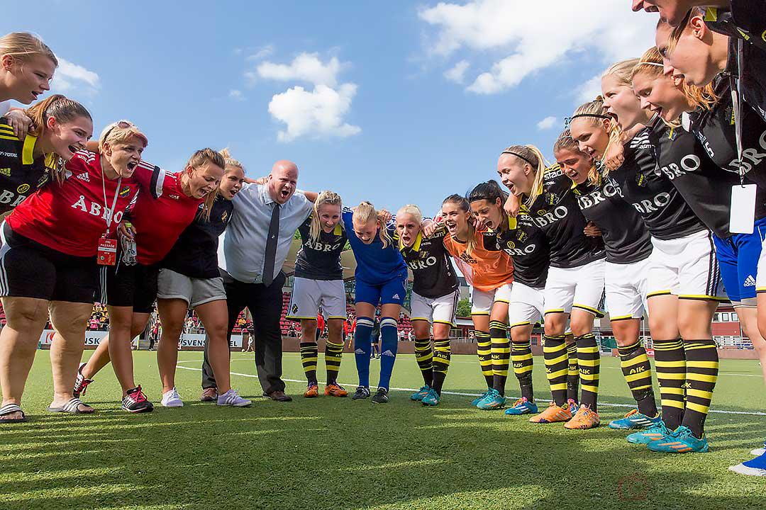 AIK jublar efter första segern hemma på Skytteholms IP