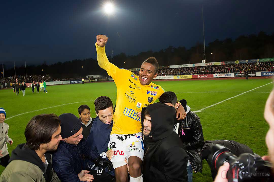 Falkenberg Niclas Eliasson hissas som en hjälte efter segern