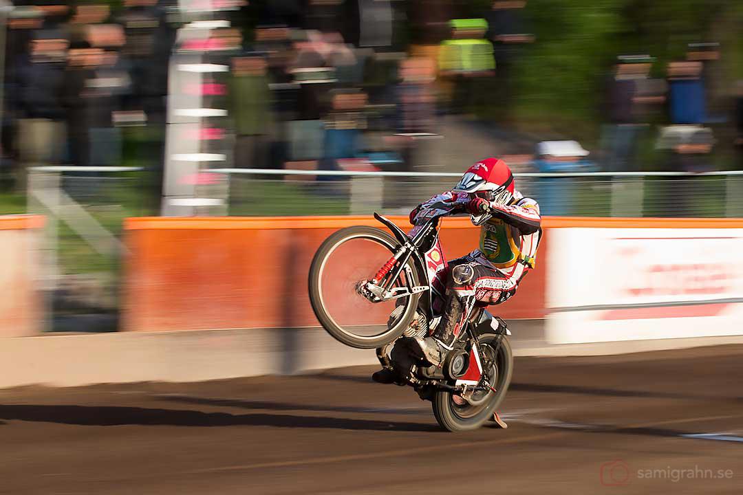 Bajen Daniel Hendersson vinner andra heatet