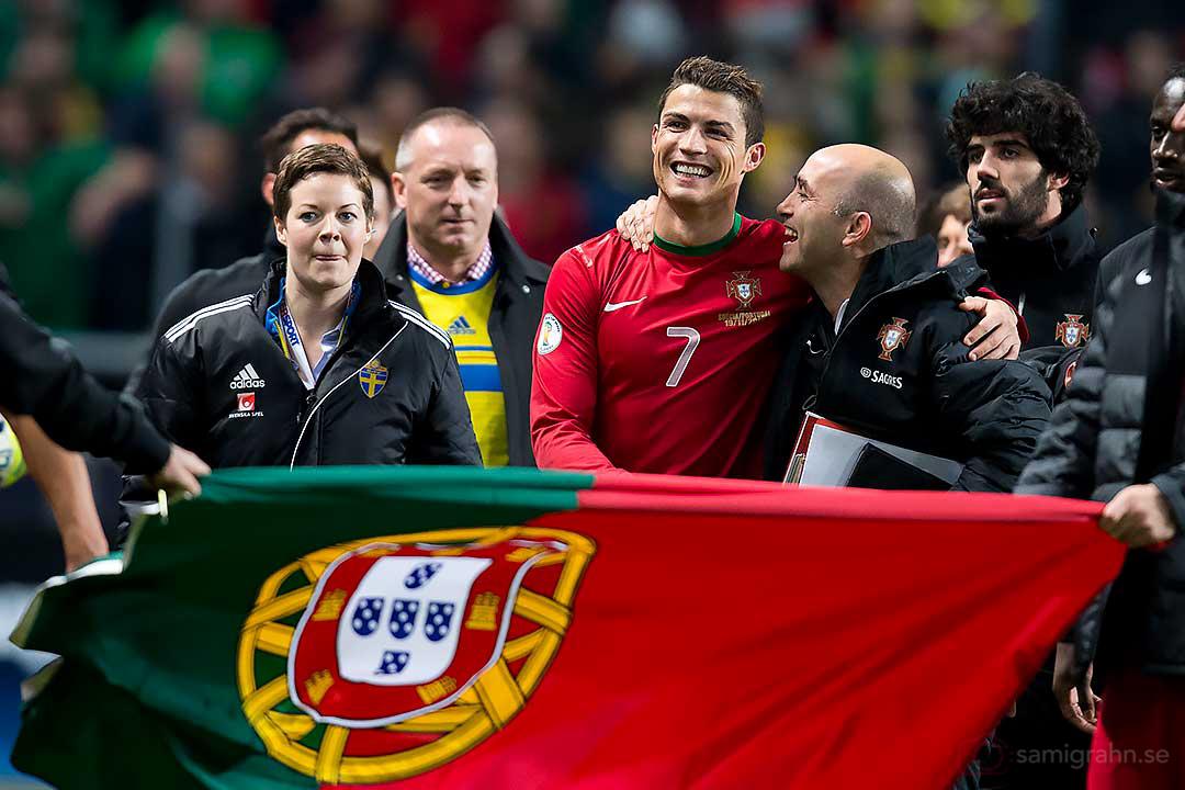 Cristiano Ronaldo vid Portugals flagga