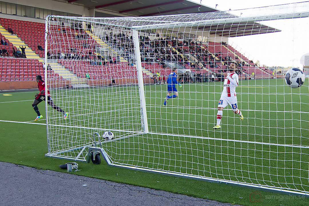 Matchens enda mål av Östersund Modou Barrow