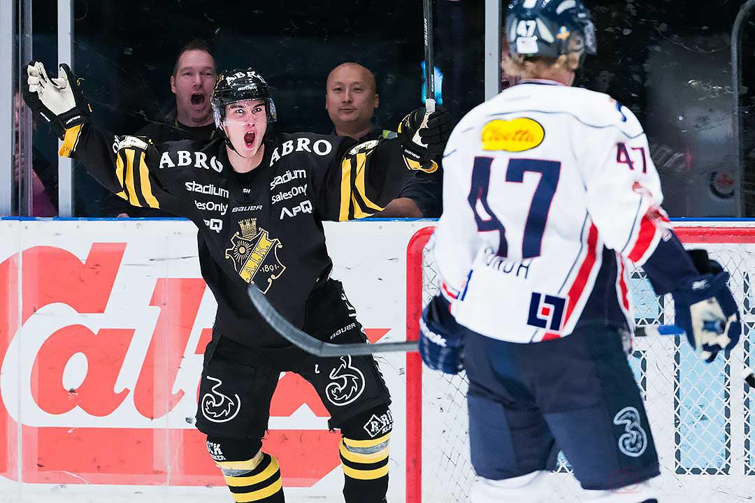 AIK Michael Lindqvist jublar efter sitt mål