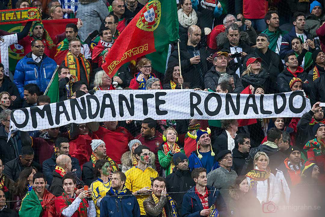 """Banderoll med texten """"Comandante Ronaldo"""""""