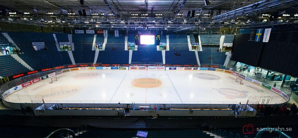 Isen ligger bland inför matchen i Kvalserien till HockeyAllsvenskan mellan AIK och Tingsryd på Hovet i Stockholm