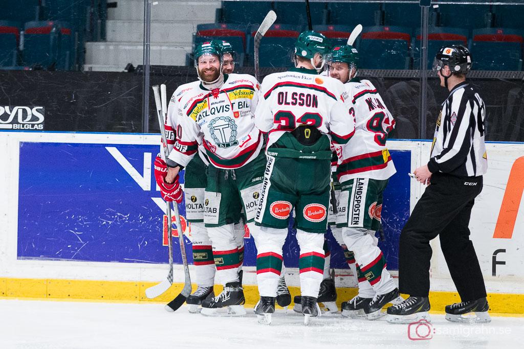 Tingsryd Kari Sihvonen är glad efter 3-5-målet