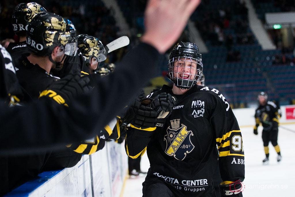 AIK Alexander Nylander jublar efter sitt första mål för AIK