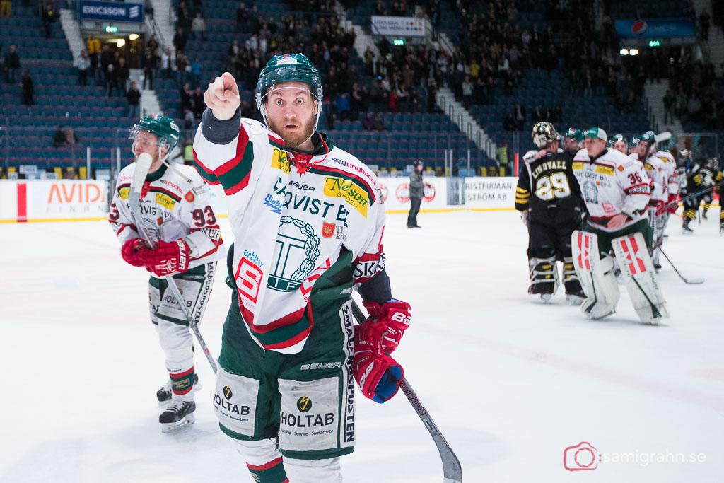 Tingsryd Niklas Johansson pekar upp mot bortaklacken