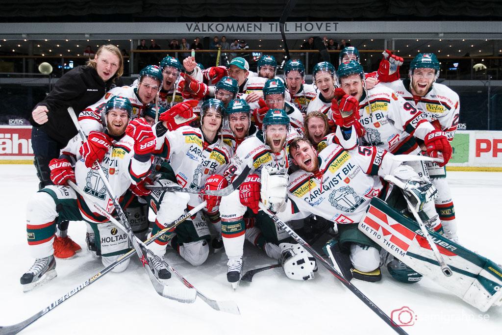 Tingsryds AIF jublar efter avancemang till HockeyAllsvenskan